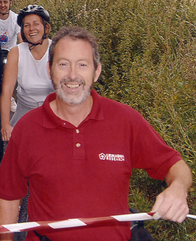 photo of terry joyce starting the 2007 southend bikeathon